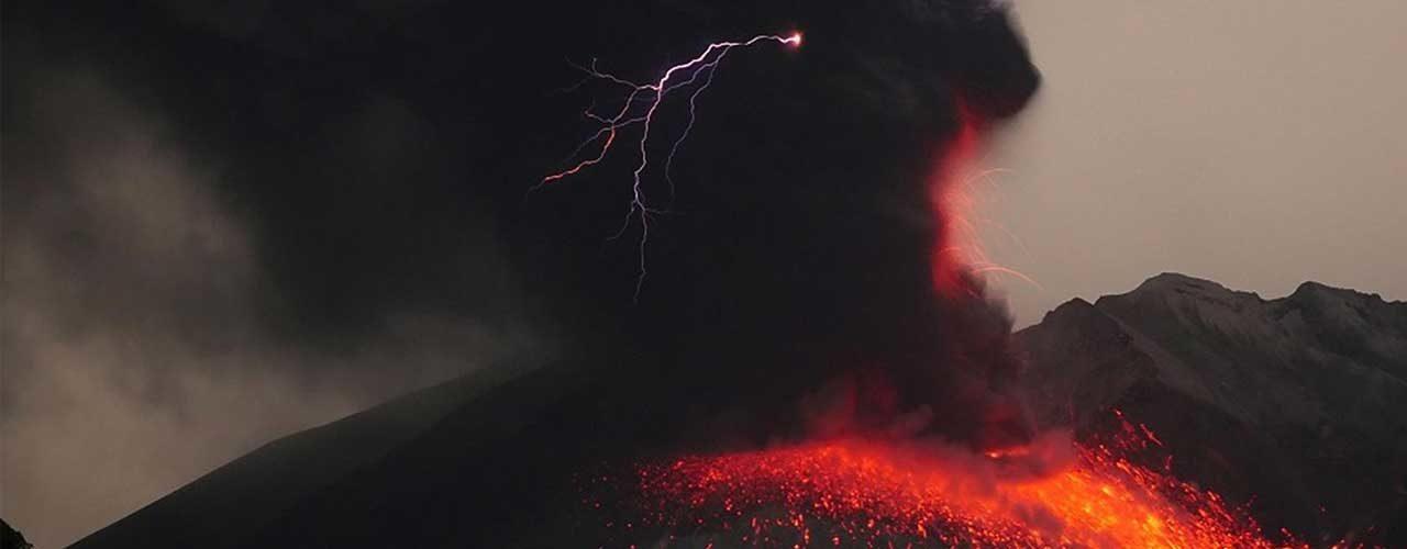 volcano_lightening